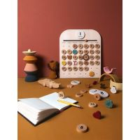https://dodoandberries.com/pub/media/catalog/product/cache/d192bb0fdd00b28cb40749246642e581/m/o/moon-picnic-my-calendar-3-web-600x800.jpg